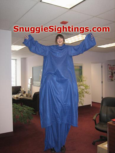this snuggie monster sighting the world s tallest snuggie sighting