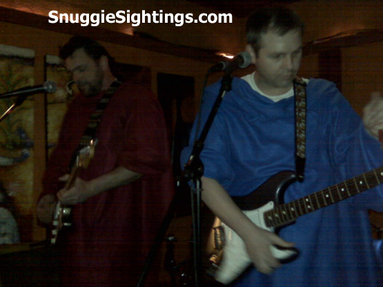 Snuggies Rock. Tony Weeks Band Play at FooBar in Nashville, TN - Feb. 17, 2009 - Great moments in Snuggie Music History.